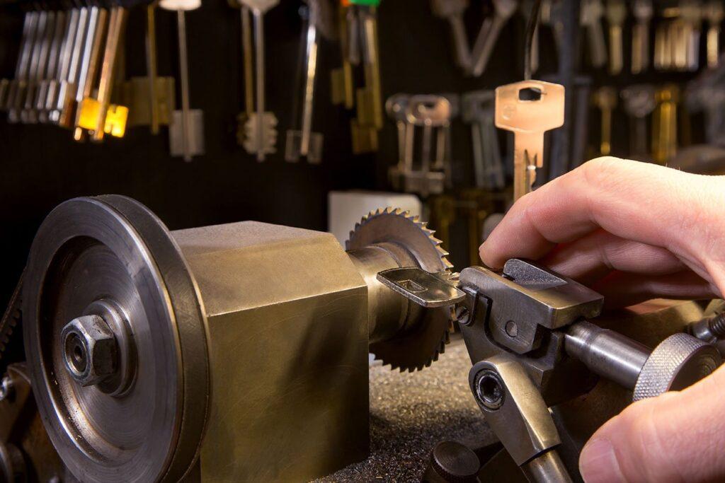 key cutting locksmith